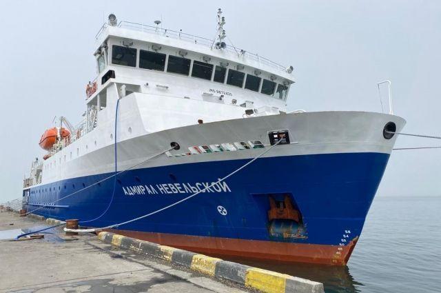 «Адмирал Невельской» ходит из порта Корсаков до Кунашира (Южно-Курильск), Шикотана (Малокурильское), Итурупа (Курильск).