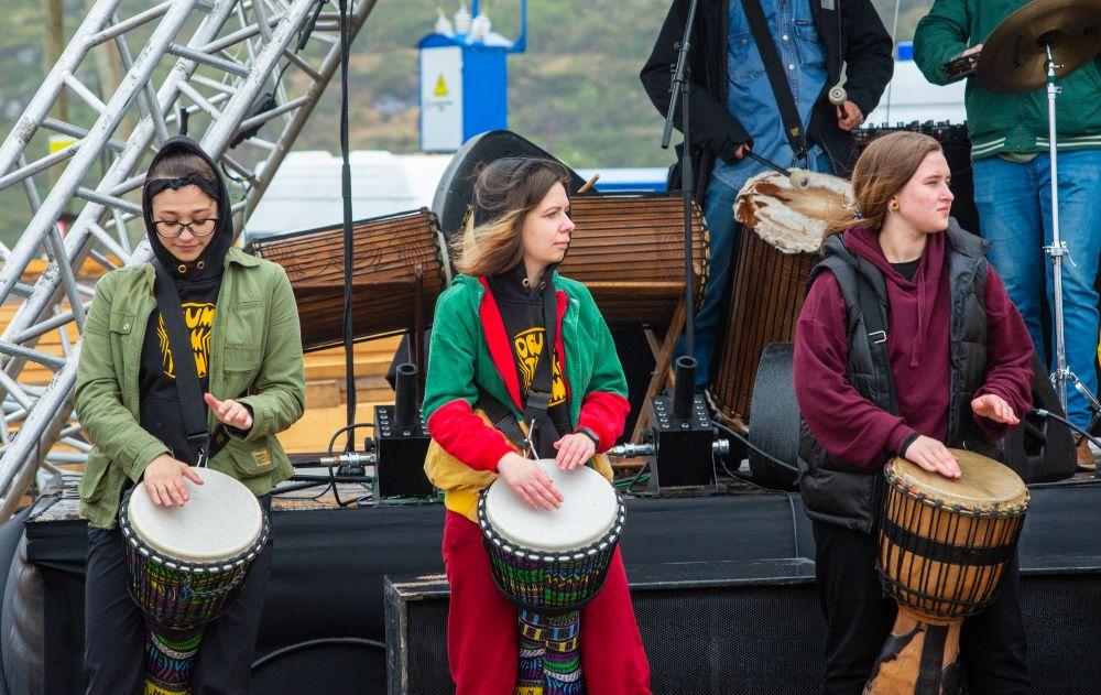 Творческие номера для зрителей подготовила мурманская барабанная группа «Drum Tum Tum».
