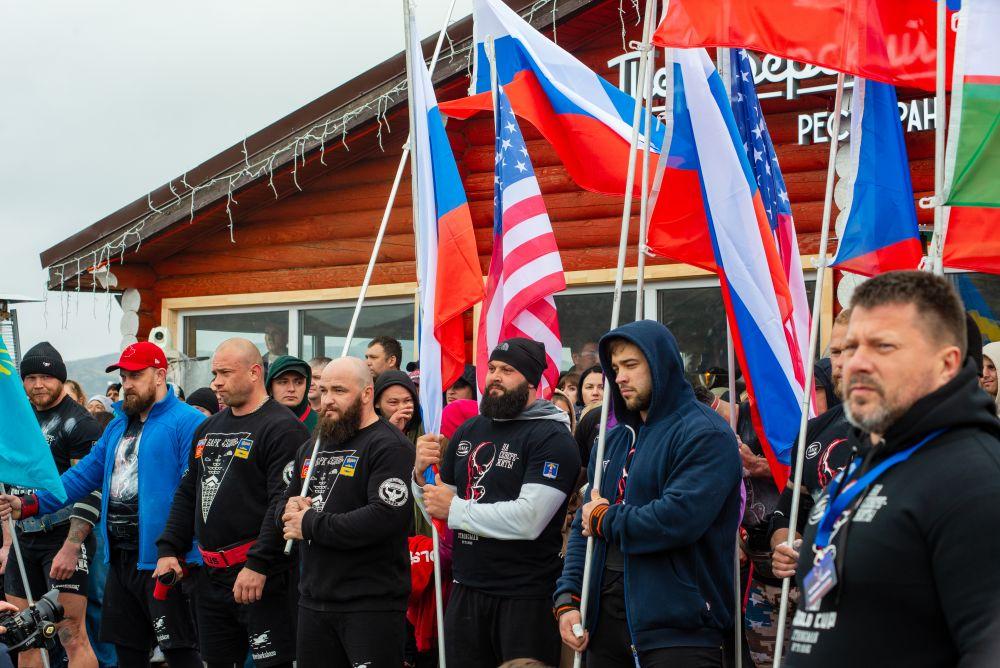 В соревнованиях приняли участие 13 сильнейших атлетов из России, Швеции, Чехии, США, Польши, Белоруссии, Казахстана и Узбекистана.