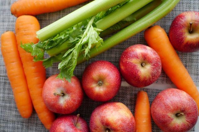 Салехардские магазины продавали испорченные овощи и фрукты