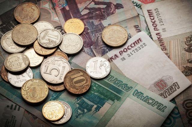 Мужчина попросил продавца разменять деньги, но вернул только половину суммы.