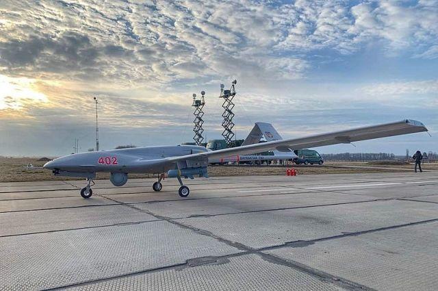 Турецкий ударный оперативно-тактический средневысотный беспилотный летательный аппарат Байрактар ТБ2 на вооружении ВВС Украины.