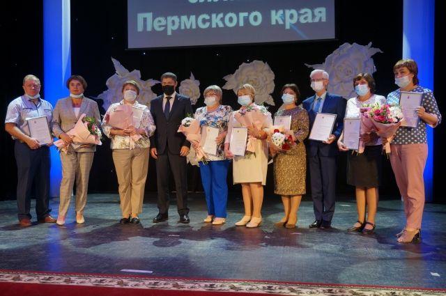 В День социального работника глава Прикамья Дмитрий Махонин поздравил сотрудников этой важной сферы.