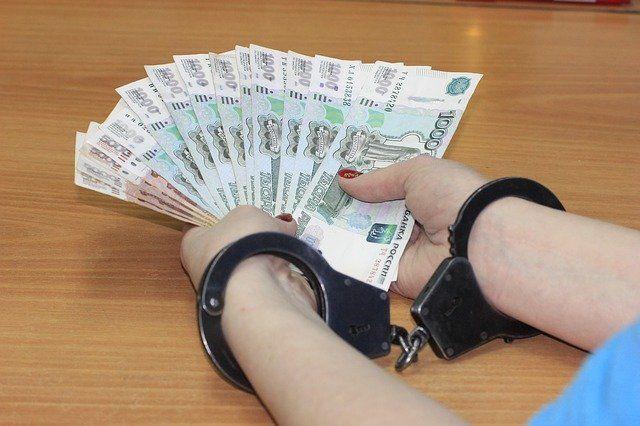 Юрий Островский обвиняется в получение взятки в крупном размере.