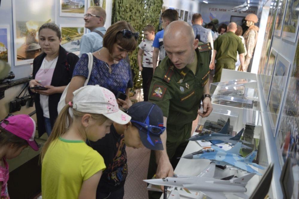 Интересные рассказы об образцах военного оружия надолго останутся в памяти юных забайкальцев.