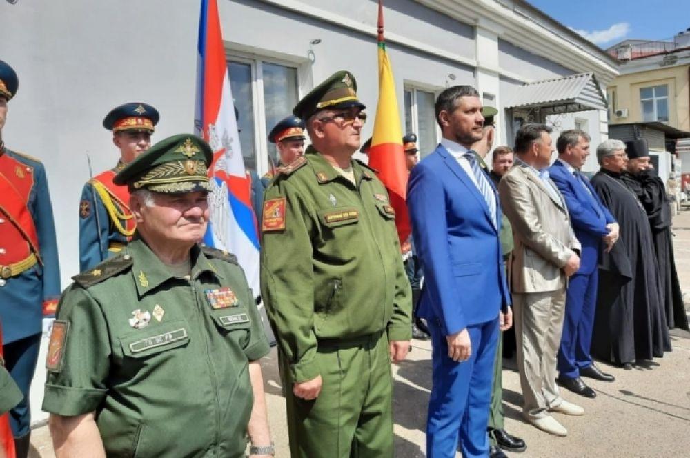 Участников акции приветствовали первые лица Читы, Забайкальского края, а также военнослужащие.