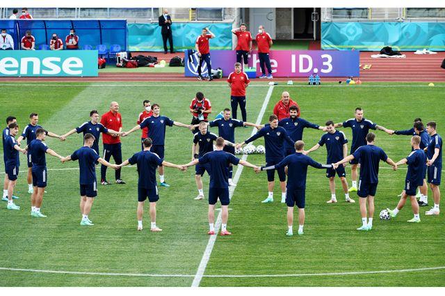 Игроки сборной России на тренировке перед матчем 1-го тура группового этапа чемпионата Европы по футболу 2020 против сборной Бельгии.