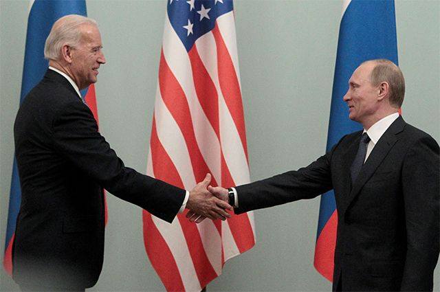 Джо Байден и Владимир Путин. 2011 год.