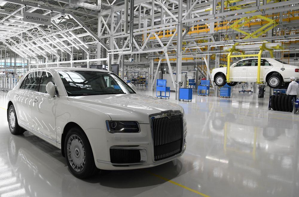Линия окончательной сборки на заводе в ОЭЗ «Алабага» в Татарстане, где 31 мая стартовало серийное производство российских автомобилей премиум-класса Aurus Senat