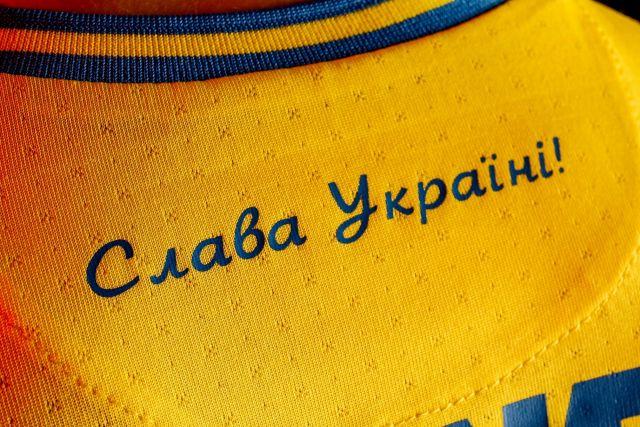 «Слава Украине!» — лозунг украинского футбола и гитлеровских пособников, организаторов массовых убийств мирного населения.