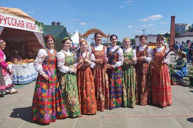 Фестиваль «Аллея дружбы». День России в Тюмени, 2021.