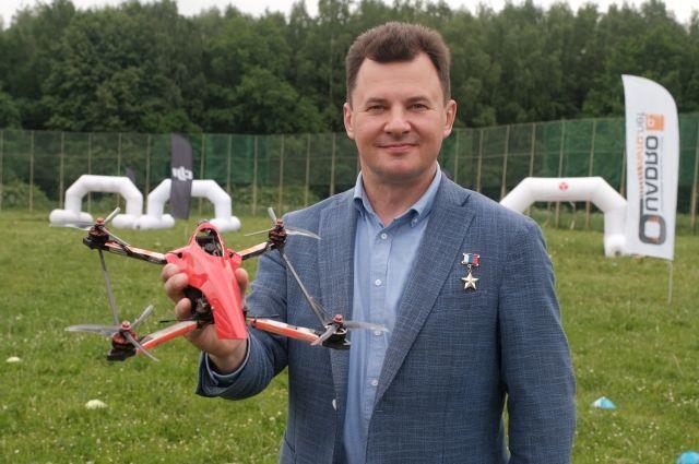 Роман Романенко запустил дрон с надписью Россия  страна первых