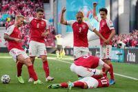 Клиническая смерть на футбольном поле: Кристиан Эриксен упал без сознания