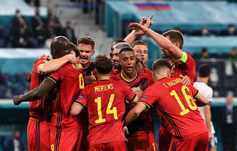 Игроки сборной Бельгии радуются забитому голу.