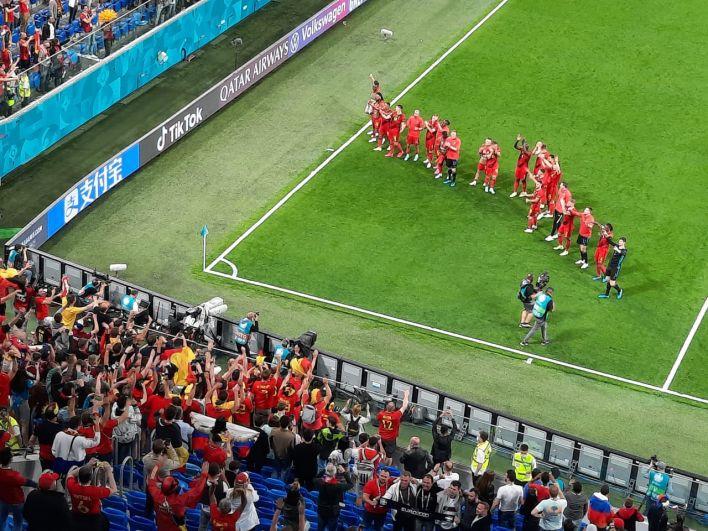 Команда Бельгии благодарит своих болельщиков