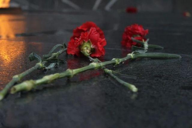 В парке 70-летия Великой Победы Сорочинска вандалы развели костер и изуродовали фигуру воина.