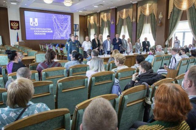 Закон предусматривает материальные выплаты – по 20 тысяч рублей на человека.