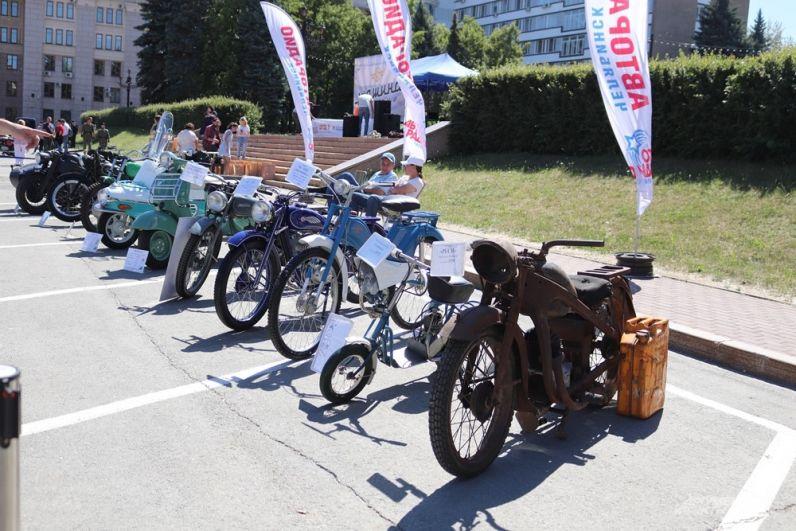 На выставке также можно было увидеть различные мотоциклы и мопеды.