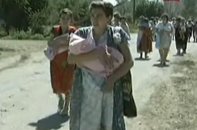 Среди заложников были и только что родившие мамочки с младенцами.