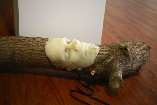 Модели позировали обнаженными. Слепки их ног, рук, груди, туловища и лиц могут увидеть посетители выставки.