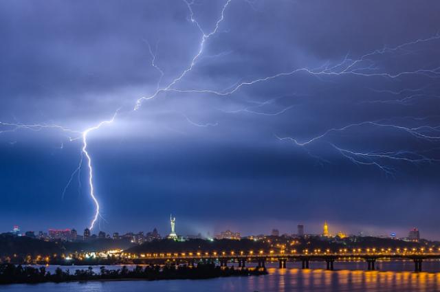 Ухудшение погоды: Киев в ближайшие часы накроют грозы.