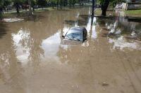 В Николаеве «утонули» десятки автомобилей: детали