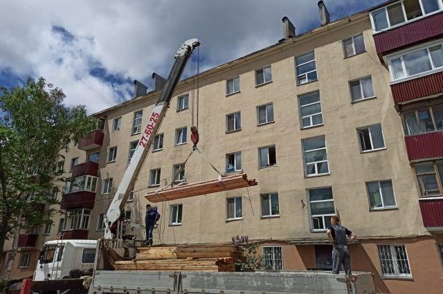 Вблизи дома обустроен строительный городок, завозятся стройматериалы, уже закуплен необходимый объем.