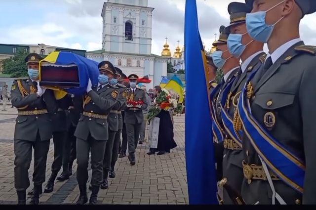 Будни Украины. Ветерана СС проводил в последний путь Президентский Полк