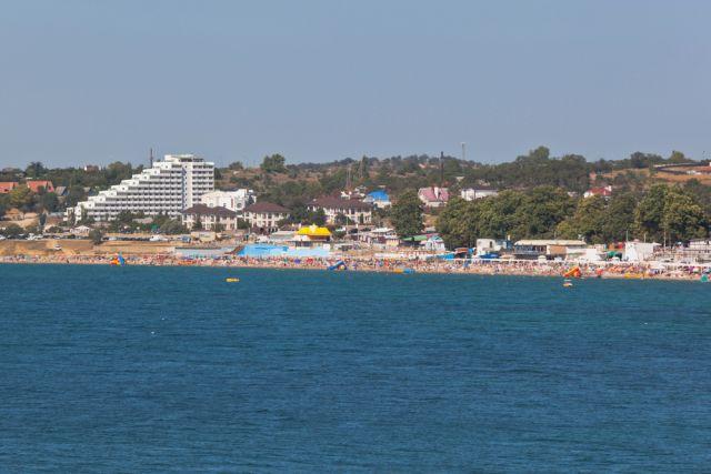 Вид на пляж «Учкуевка», Севастополь, Крым, Россия.