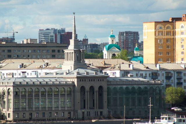 В числе туристических маршрутов в Красноярске были названы: походы, сплавы пеший туризм, горный тризм (Красноярские столбы) и речные круизы.