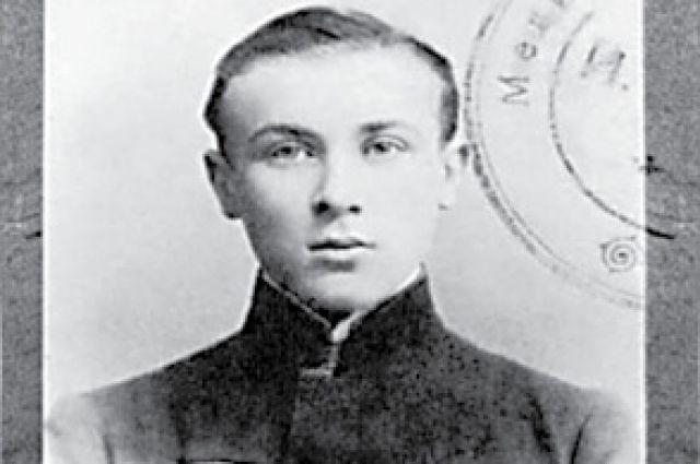 Таким был писатель во время своего знакомства с Ростовом.