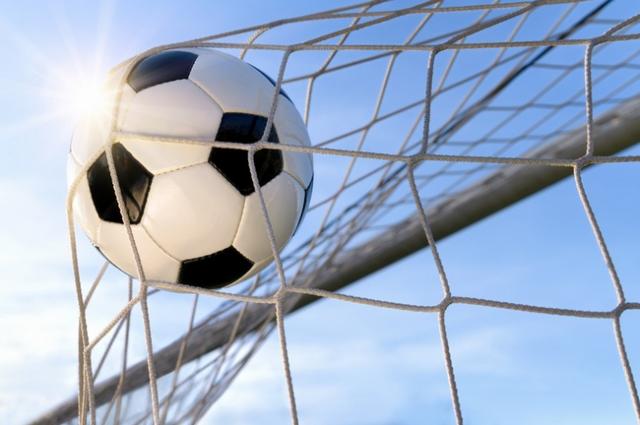 Три одиннадцатиметровых удара за одну игру в ворота «Сахалина» были назначены впервые в истории.