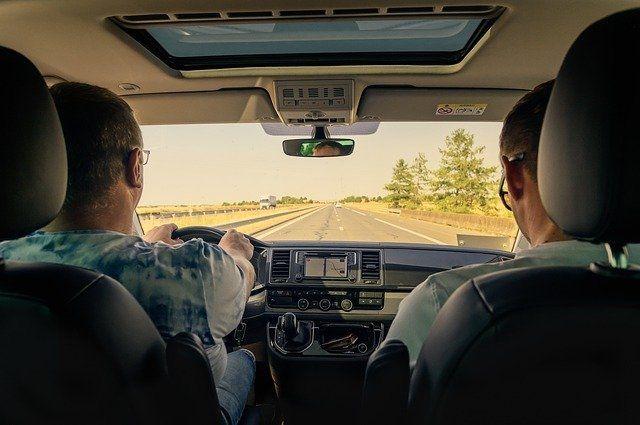 Водителю-экспедитору с личным автомобилем готовы предложить зарплату в 150-180 тысяч рублей.