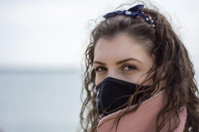 Если заболеваемость будет дальше расти, в первую очередь закроют места, где посетители не могут носить маску.