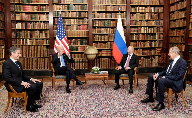 Госсекретарь США Энтони Блинкен, президент США Джо Байден, президент РФ Владимир Путин и министр иностранных дел РФ Сергей Лавров (слева направо)