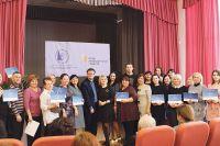 Педагогам вручили сертификаты об обучении и прохождения тренингов по основам русского жестового языка.
