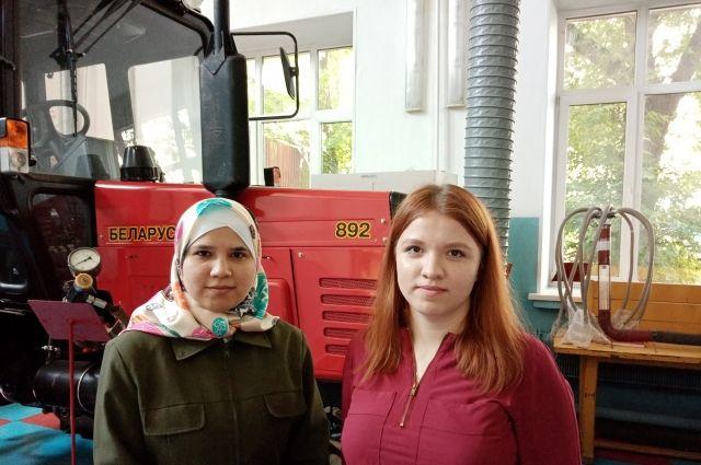 Нигора Мирова (слева) и Александра Кожевникова (справа) за свои разработки получили Национальную премию Ежевского и предложения о работе и учёбе в Москве.
