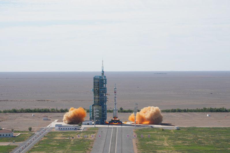 Ракета-носитель CZ-2F с пилотируемым кораблем