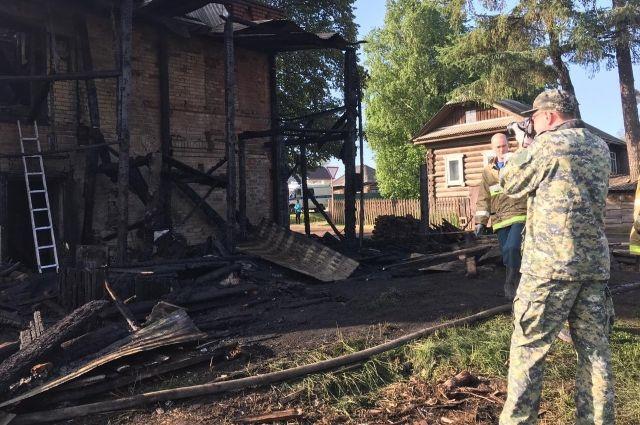 На пожаре в Юго-Камчском 7 июня погибли трое детей и мужчина.
