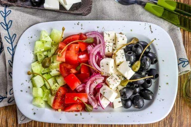 Греческий салат с брынзой: рецепт классического блюда