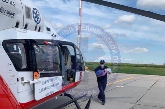 Вертолет санавиации доставил грудничка из Тулы в Москву