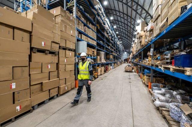 Чтобы обеспечить непрерывность производственных процессов, построен склад площадью 1600 кв. м для хранения товарно-материальных ценностей.