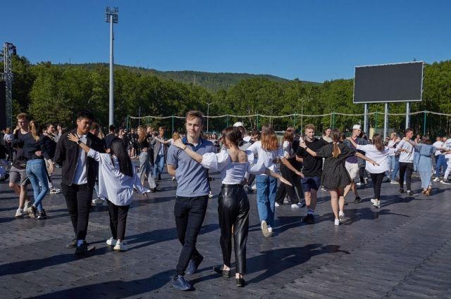 Большой праздник для одинадцатиклассников пройдет 19 июня на стадионе «Космос» в городском парке им. Ю.А. Гагарина.