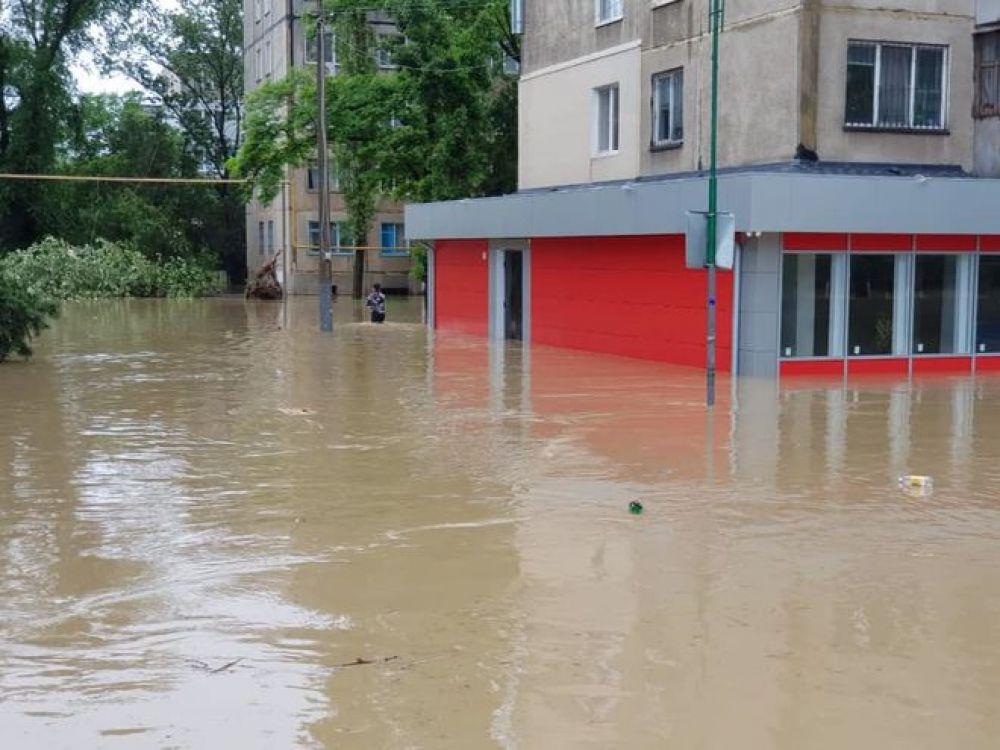 Всего в зону подтопления попало 1700 человек.