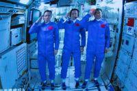 Китайские космонавты вошли в основной модуль космической станции.