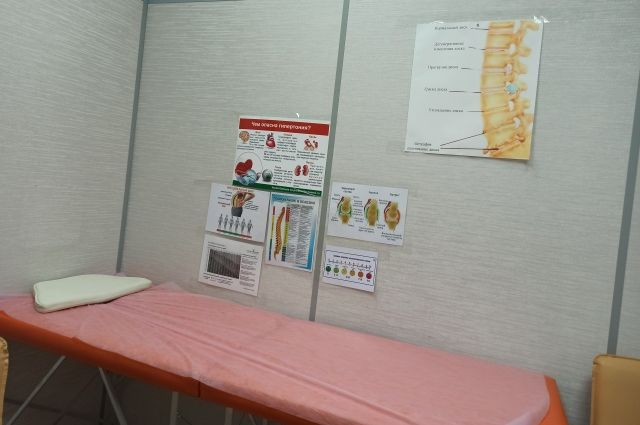 Помещение медцентра поделено на маленькие кабинеты.