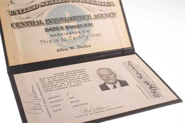 Удостоверение личности Аллена Даллеса на выставке в музее ЦРУ.