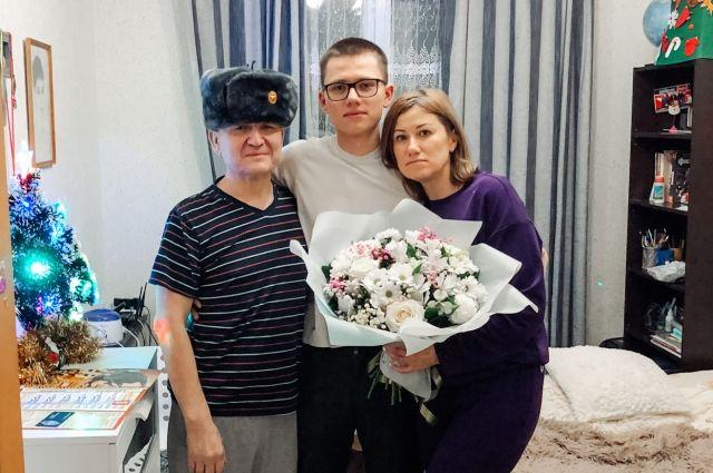 Елена с мужем и сыном.
