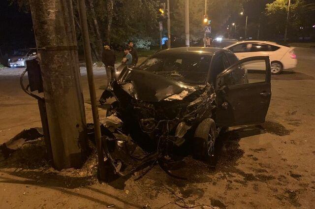 В Хабаровске водитель уснул за рулем и врезался во встречную машину