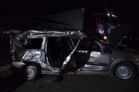 На месте аварии на трассе в Оренбуржье работали сотрудники МЧС.